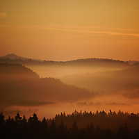 Annette Sonnenaufgang über dem Kuhstall im Elbsandsteingebirge